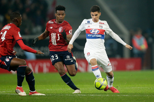 Liverpool to fight it out with barcelona for 19 year old for Houssem aouar