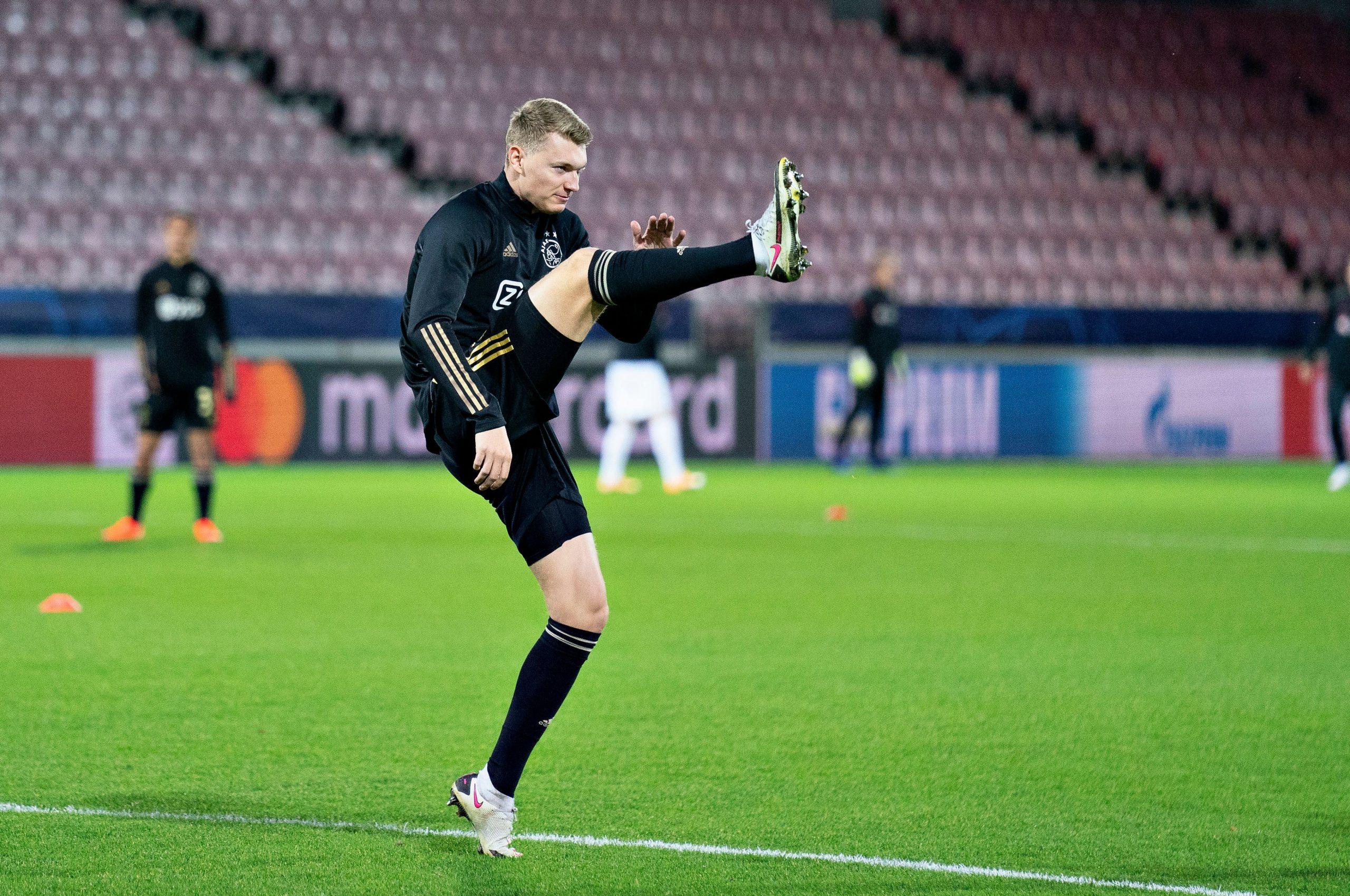 Ajax's Dutch defender Perr Schuurs warms up for Ajax before a UEFA Champions League game. (GETTY Images)