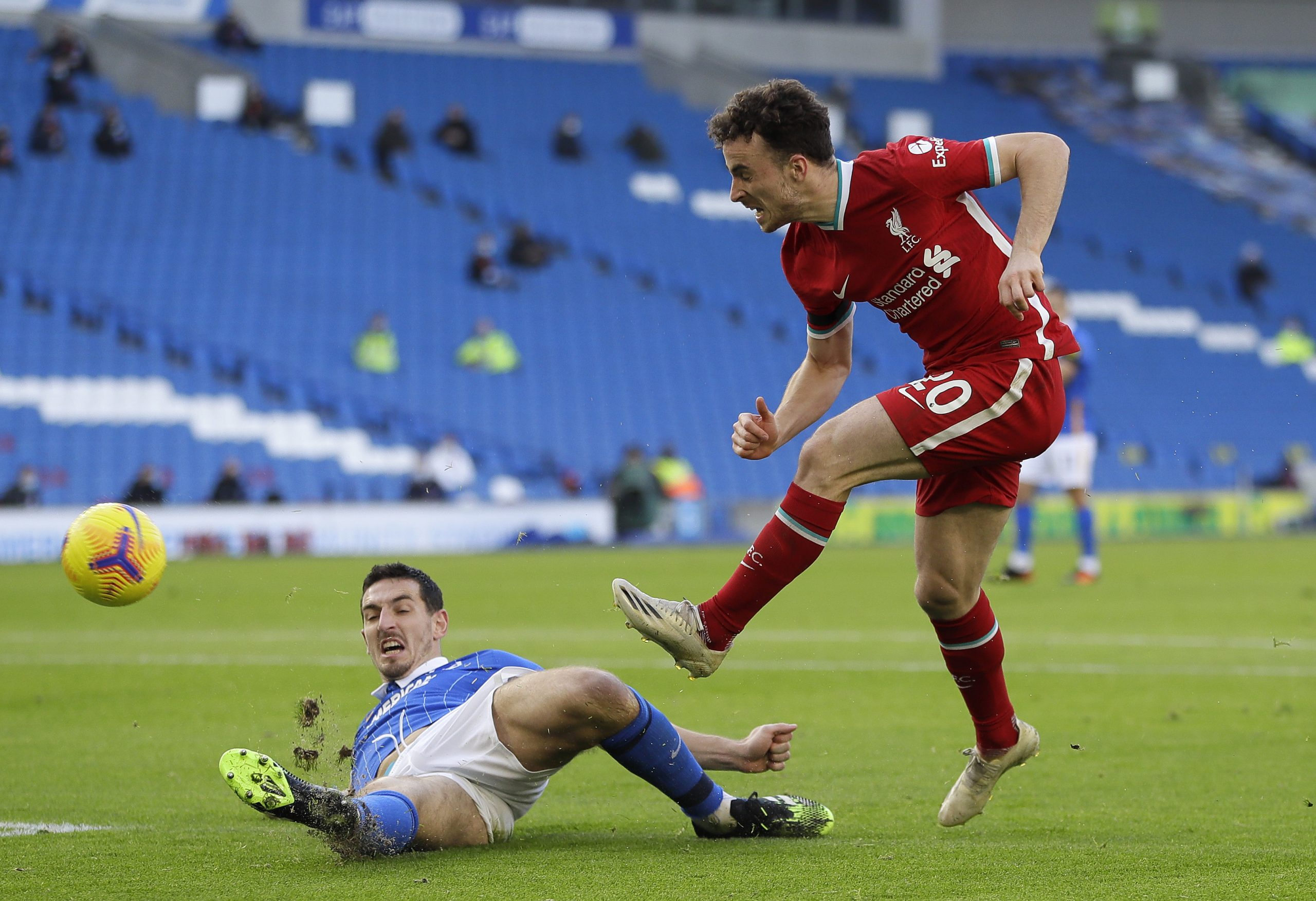 Diogo Jota shoots to score against Brighton and Hove Albion in Liverpool's 1-1 draw at the Amex. (GETTY Images)